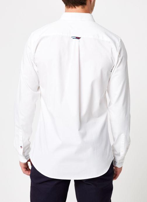 Vêtements Tommy Jeans TJM SOLID TWILL SHIRT Blanc vue portées chaussures