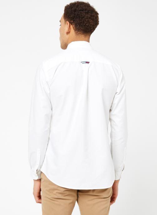 Vêtements Tommy Jeans TJM CLASSICS OXFORD SHIRT Blanc vue portées chaussures