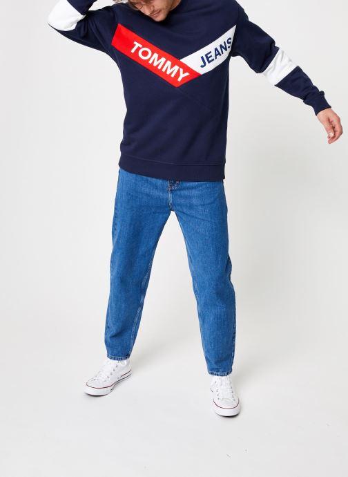 Tøj Tommy Jeans TJM CHEVRON CREW Blå se forneden