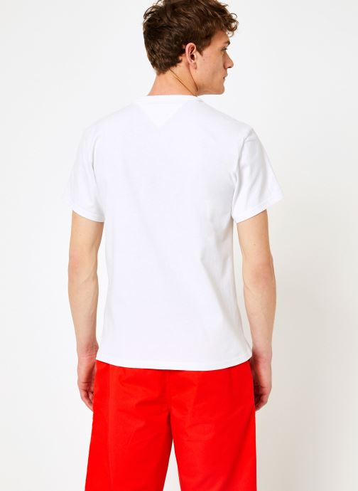 Vêtements Tommy Jeans TJM TOMMY RAINBOW BOX TEE Blanc vue portées chaussures