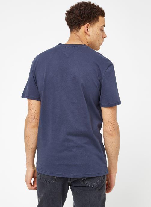 Vêtements Tommy Jeans TJM ESSENTIAL BOX LOGO TEE Bleu vue portées chaussures