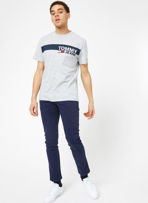 Vêtements Tommy Jeans TJM ESSENTIAL BOX LOGO TEE Gris vue bas / vue portée sac