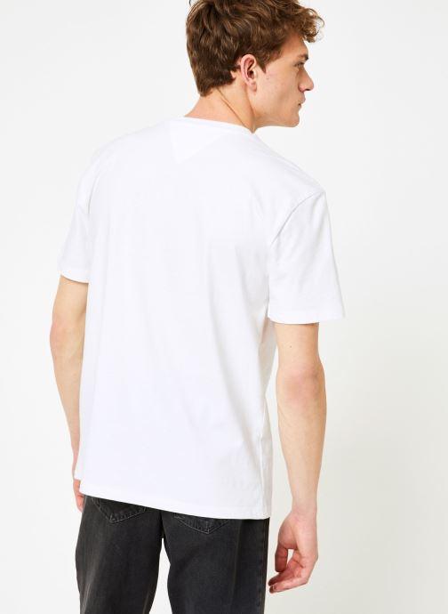 Vêtements Tommy Jeans TJM TOMMY SCRIPT TEE Blanc vue portées chaussures