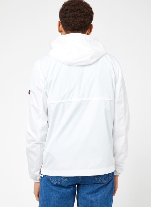 Ropa Tommy Jeans TJM NYLON SHELL SOLID POPOVER Blanco vista del modelo