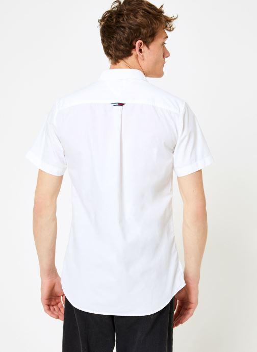 Vêtements Tommy Jeans TJM S/S SOLID POPLIN SHIRT Blanc vue portées chaussures