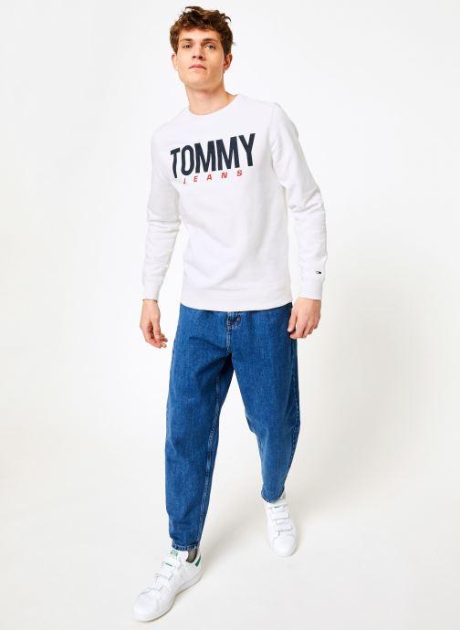 Vêtements Tommy Jeans TJM ESSENTIAL LOGO CREW Blanc vue bas / vue portée sac