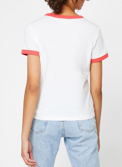 Vêtements Wrangler RINGER TEE Blanc vue portées chaussures