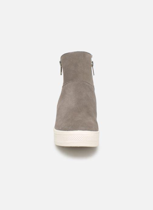 Bottines et boots Steve Madden Wanda Wedge Sneaker Gris vue portées chaussures