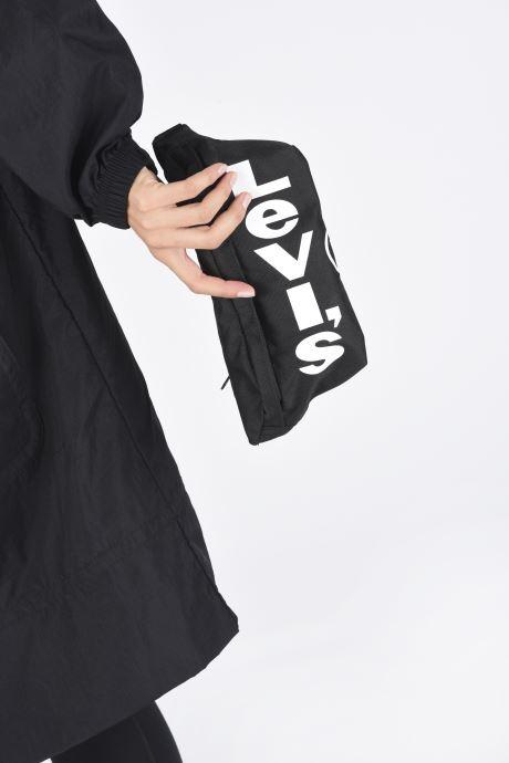 Sacs à main Levi's Banana Sling Noir vue bas / vue portée sac