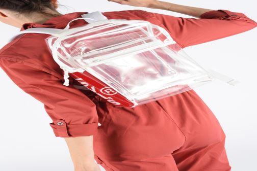 Rucksäcke Levi's The Levi's L Pack Mini Clear weiß ansicht von unten / tasche getragen