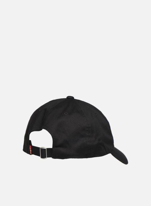 Gorra Levi's Big Batwing Flex Fit Negro vista del modelo