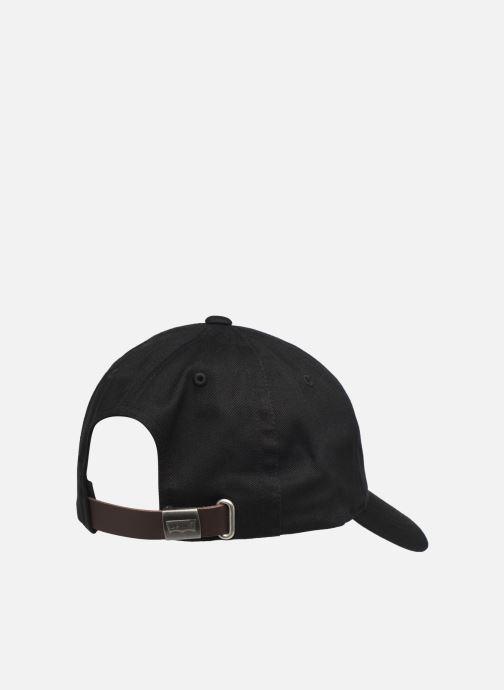 Casquettes Levi's Classic Twill Red Tab Baseball Cap Noir vue portées chaussures
