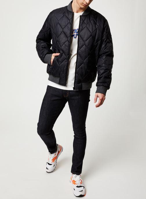 Vêtements Wrangler LARSTON Noir vue bas / vue portée sac