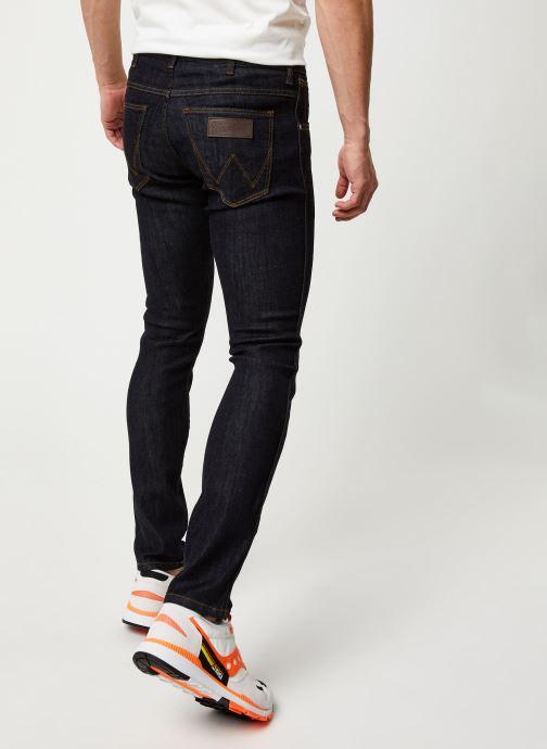 Vêtements Wrangler LARSTON Noir vue portées chaussures