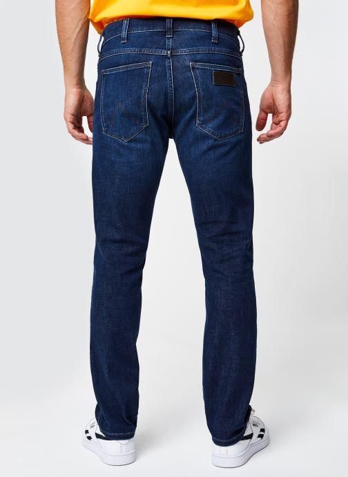 Vêtements Wrangler LARSTON Bleu vue portées chaussures