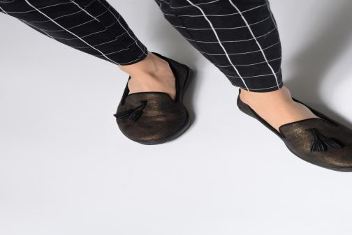 Loafers Les P'tites Bombes FLAVIE Black view from underneath / model view