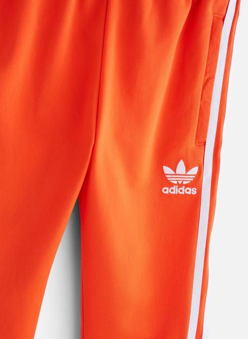 Ropa Adidas Originals Superstar Pants J Naranja vista del modelo