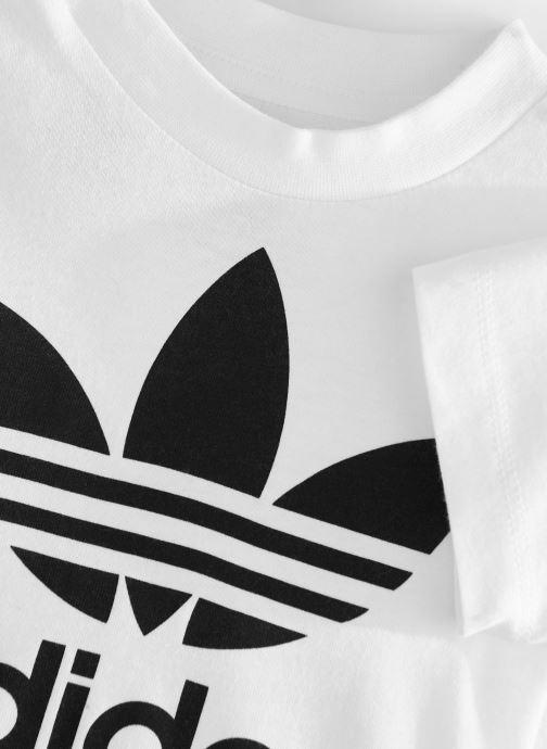 Vêtements adidas originals Trefoil Tee I Blanc vue portées chaussures