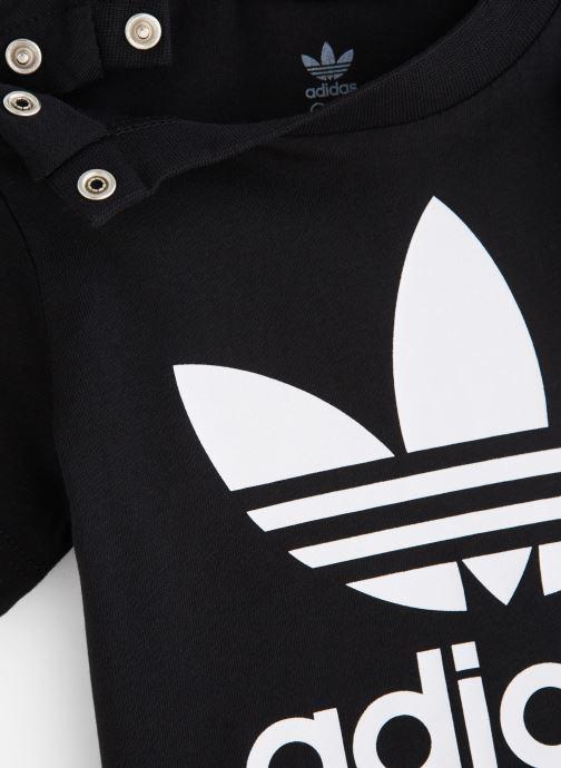 Vêtements adidas originals Trefoil Tee I Noir vue portées chaussures