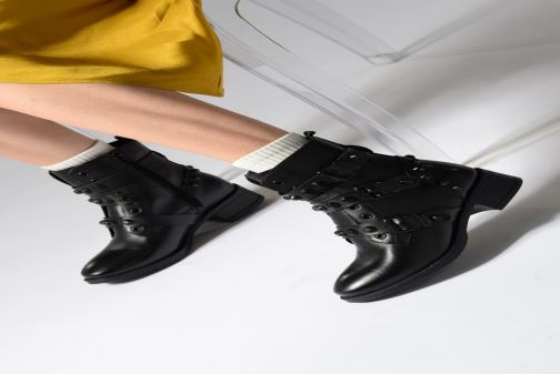 Ankle boots Tamaris Sasha Black view from underneath / model view