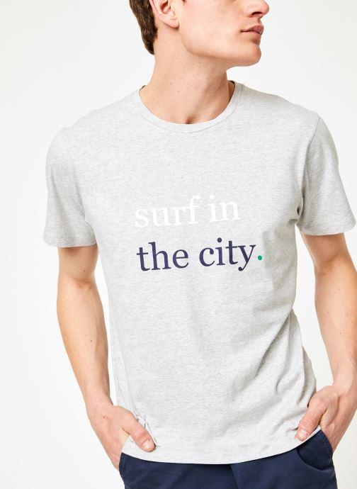 Ropa Mr SARENZA Mr Sarenza x Cuisse de Grenouille Tee-shirt Surf Gris vista de detalle / par
