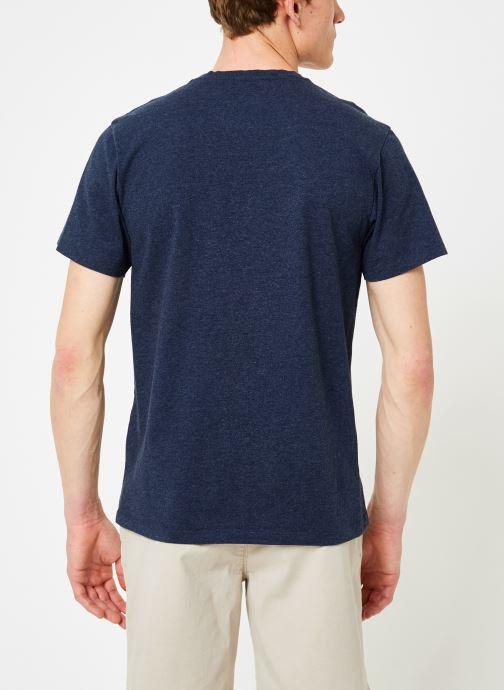 Vêtements Mr SARENZA Mr Sarenza x Cuisse de Grenouille Tee-shirt Vahinés Bleu vue portées chaussures