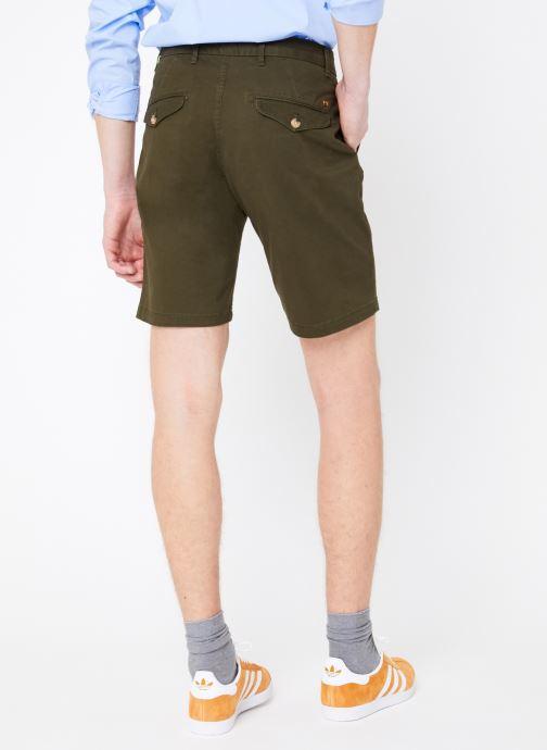 Vêtements Scotch & Soda Classic cotton/elastane chino short Vert vue portées chaussures