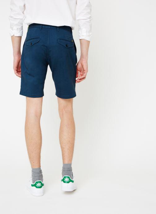 Vêtements Scotch & Soda Classic cotton/elastane chino short Bleu vue portées chaussures