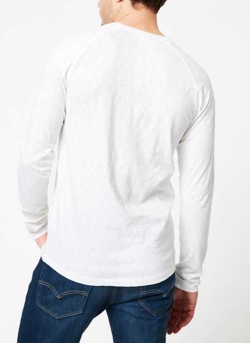 Abbigliamento Scotch & Soda Longsleeve grandad tee in slub jersey quality Bianco modello indossato