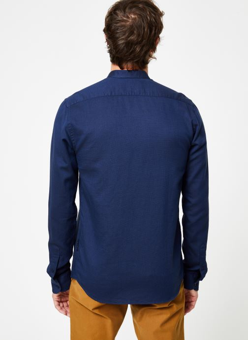 Vêtements Scotch & Soda REGULAR FIT - Chic collarless shirt in structure Bleu vue portées chaussures