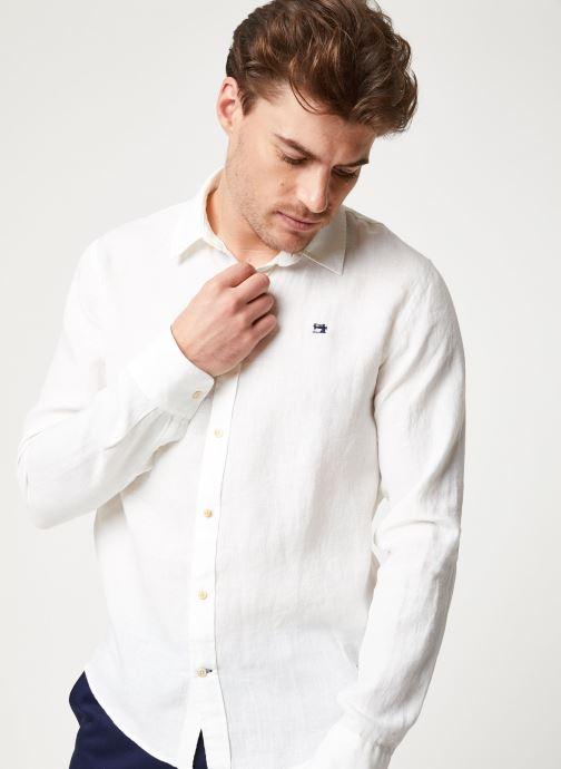 Vêtements Scotch & Soda REGULAR FIT - Garment dyed linen shirt Blanc vue détail/paire