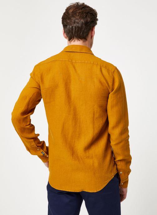 Vêtements Scotch & Soda REGULAR FIT - Garment dyed linen shirt Marron vue portées chaussures