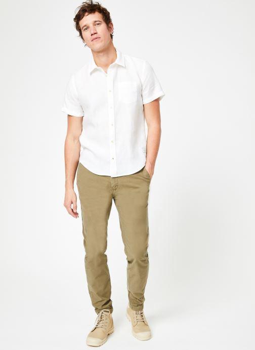 Vêtements Scotch & Soda REGULAR FIT- Garment-dyed linen shortsleeve shirt Blanc vue bas / vue portée sac