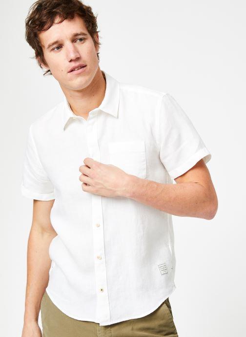 Vêtements Scotch & Soda REGULAR FIT- Garment-dyed linen shortsleeve shirt Blanc vue détail/paire