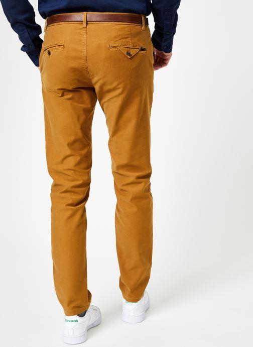 Vêtements Scotch & Soda STUART-Classic garment dyed chino Marron vue portées chaussures