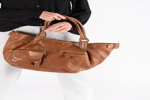 Handtaschen IKKS Women Fisherboy schwarz ansicht von unten / tasche getragen