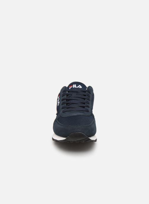Baskets FILA Orbit Jogger N Low Bleu vue portées chaussures