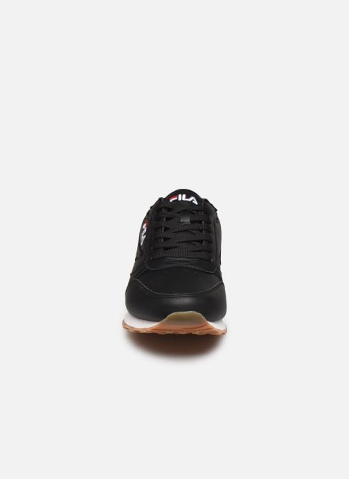 Sneakers FILA Orbit Jogger N Low Nero modello indossato