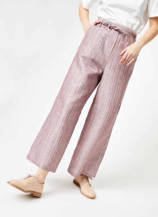 Tøj Yuka Pantalon Josey Beige detaljeret billede af skoene
