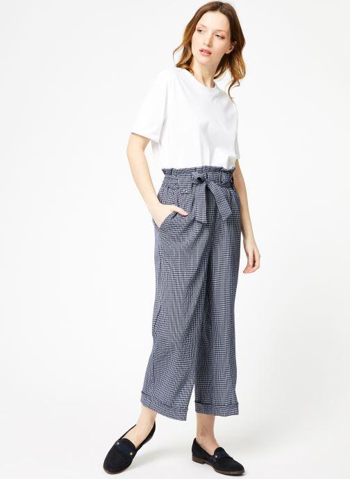 Vêtements Yuka Pantalon Rosario Bleu vue bas / vue portée sac