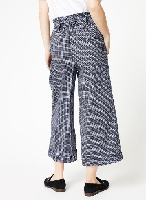 Vêtements Yuka Pantalon Rosario Bleu vue portées chaussures