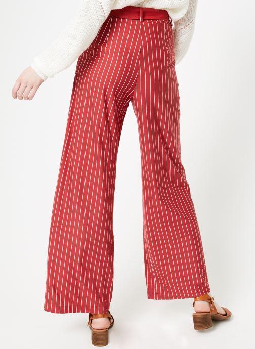 Vêtements Yuka Pantalon Sydney Rouge vue portées chaussures