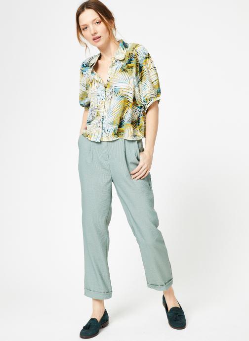 Vêtements Yuka Pantalon Chicago Vert vue bas / vue portée sac