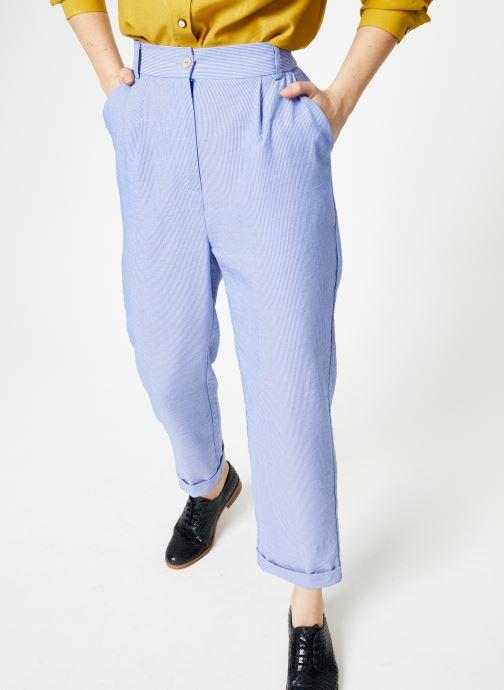 Tøj Yuka Pantalon Chicago Blå detaljeret billede af skoene