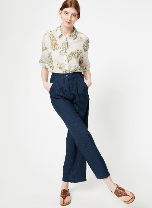 Vêtements Yuka Pantalon Ysia Bleu vue bas / vue portée sac