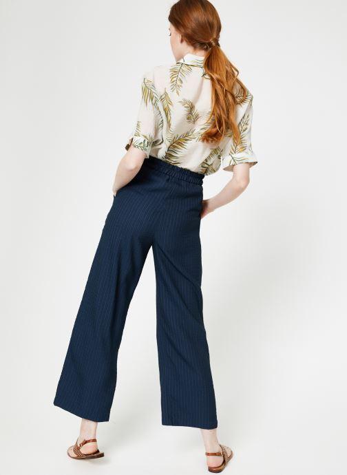 Vêtements Yuka Pantalon Ysia Bleu vue portées chaussures