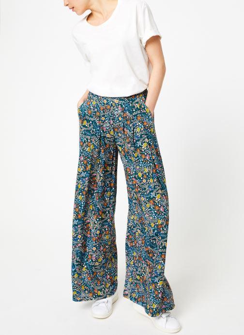 Vêtements Yuka Pantalon Baltimore Vert vue bas / vue portée sac