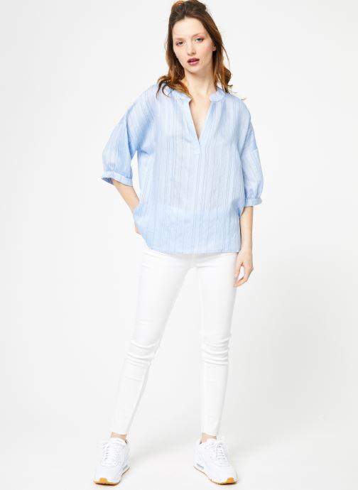 Vêtements Yuka Top Elyna Bleu vue bas / vue portée sac