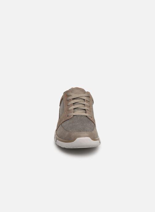 Sneakers Skechers EdmenRistone Marrone modello indossato