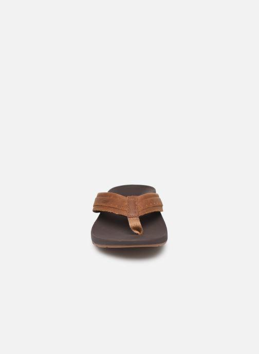 Infradito Reef Leather Ortho-Spring Marrone modello indossato